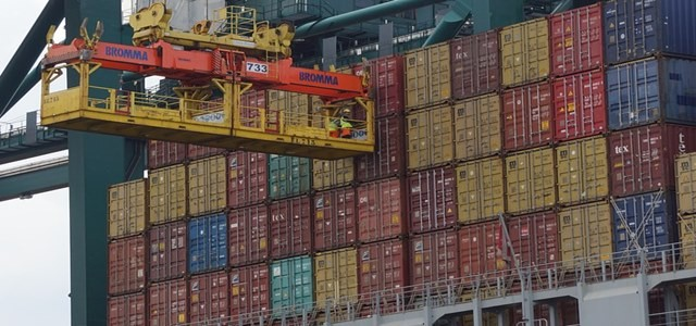 Maersk diverts large ships from UK ports amid rising HGV congestion